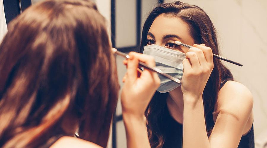 Μάσκα και μακιγιάζ