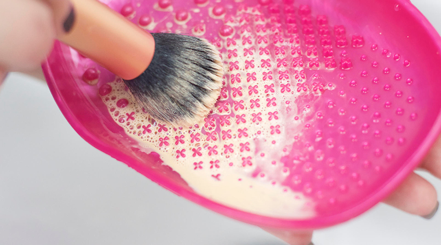 Σωστός καθαρισμός πινέλων μακιγιάζ