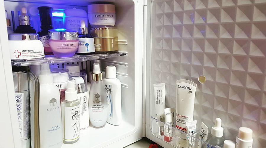 Καλλυντικά στο ψυγείο: Ποια βάζουμε και τι πετυχαίνουμε